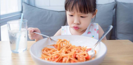 Study: How Children Prefer to Eat Based on Gender and Age